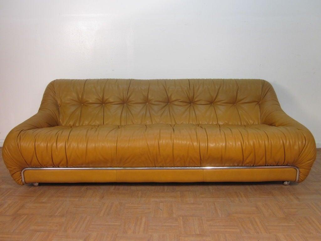 Cassina leather italian sofa at 1stdibs for Cassina italy