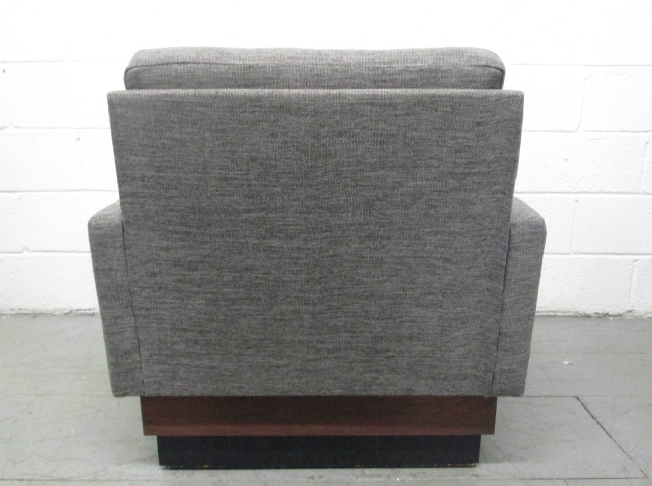Pair of Lounge Chairs on Plinth Base 3