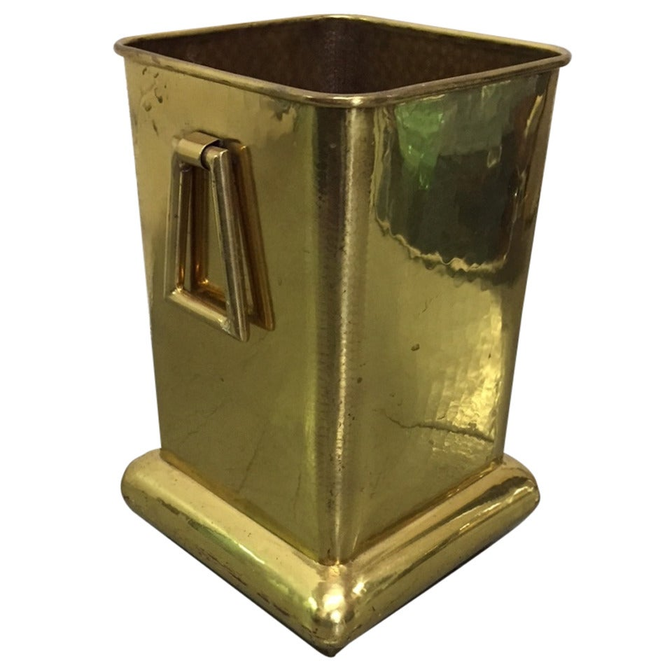 Decorative brass planter at 1stdibs for Jardiniere decorative