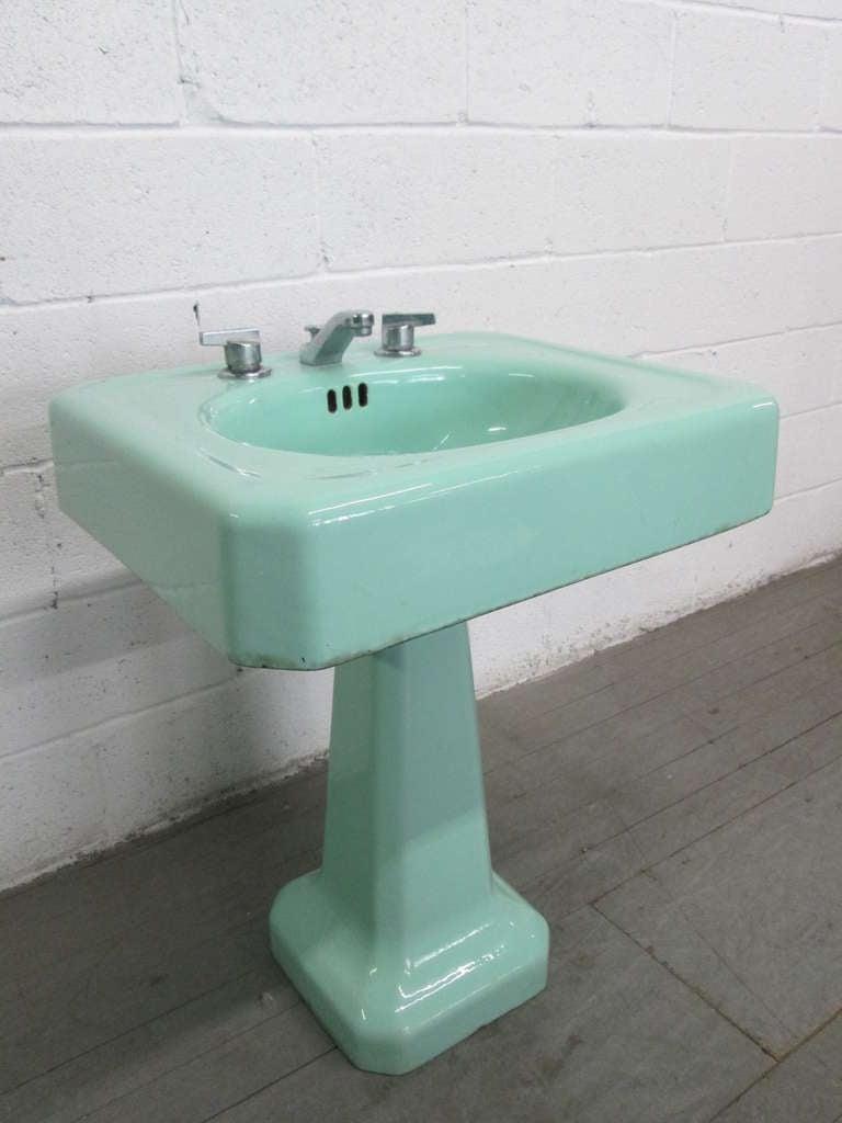 pair vintage porcelain pedestal sinks at 1stdibs. Black Bedroom Furniture Sets. Home Design Ideas