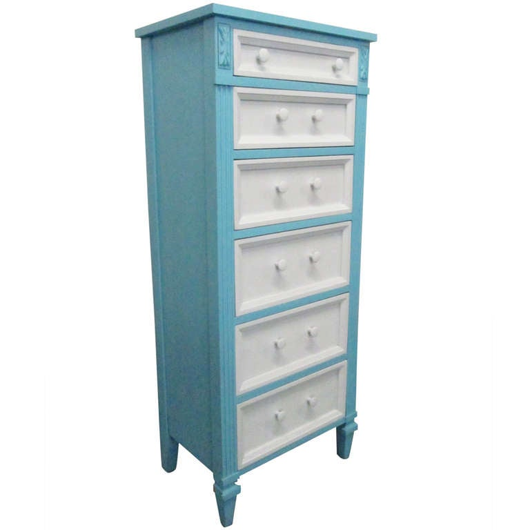 Lingerie chest of drawers uncomfortable for