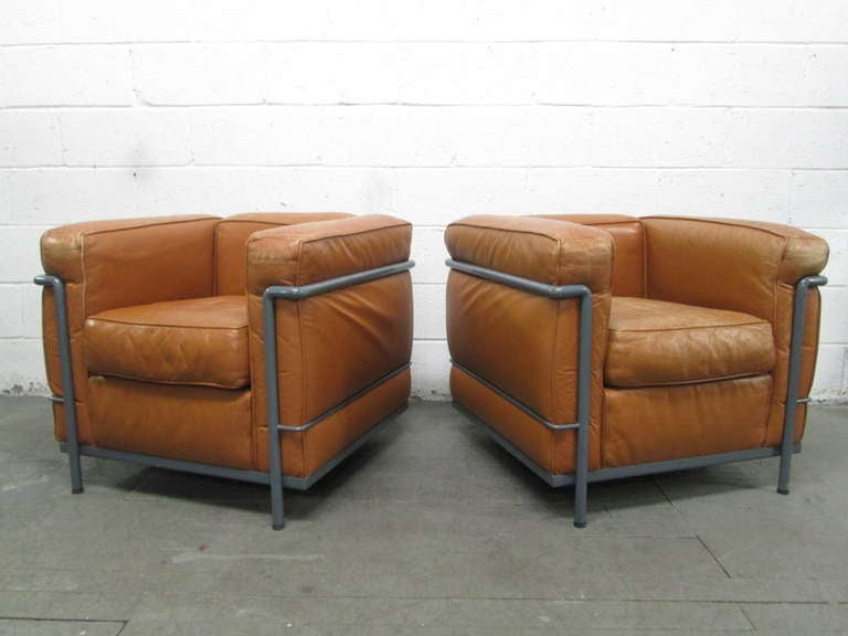 Pair of lc2 le corbusier chairs for cassina at 1stdibs for Le corbusier lc2