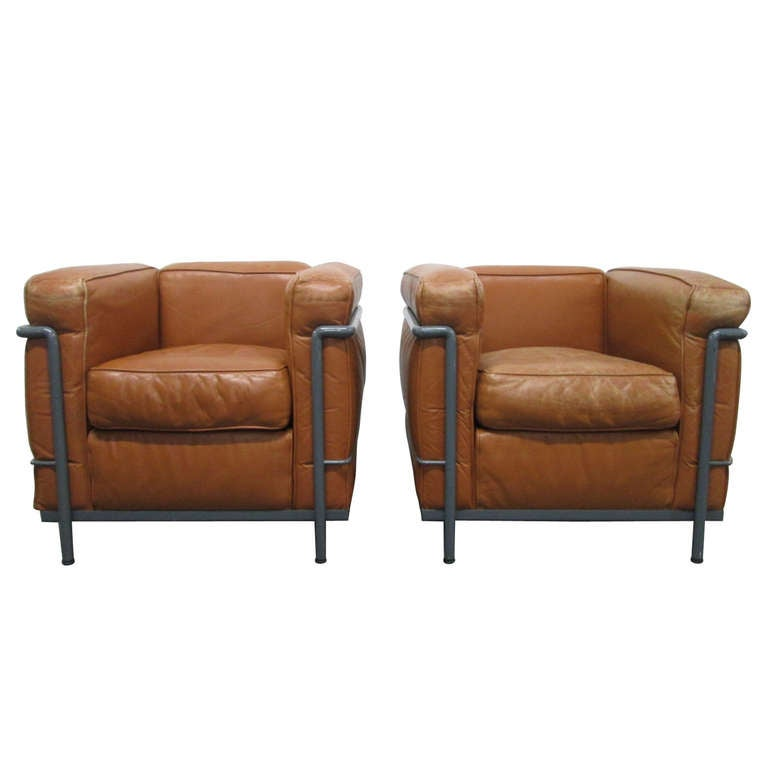 Pair of lc2 le corbusier chairs for cassina at 1stdibs for Le corbusier lc2 nachbau