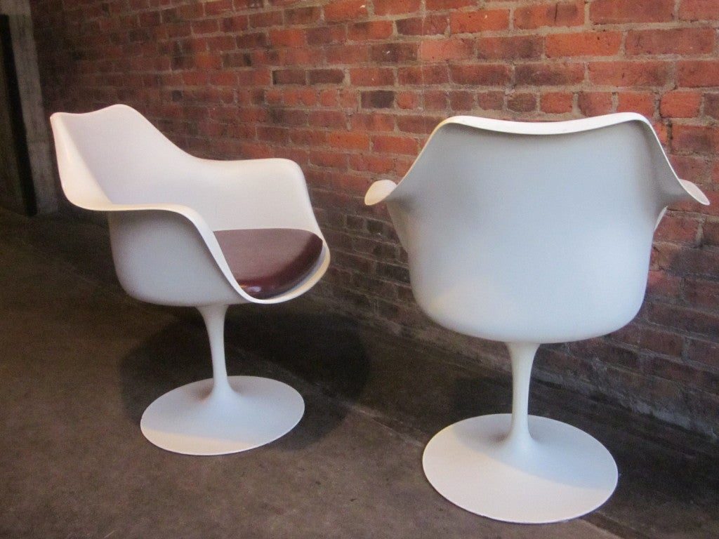 Pair eero saarinen for knoll tulip arm chairs at 1stdibs for Eero saarinen tulip armchair