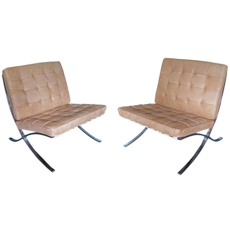 pair of barcelona chairs by mies van der rohe at 1stdibs. Black Bedroom Furniture Sets. Home Design Ideas