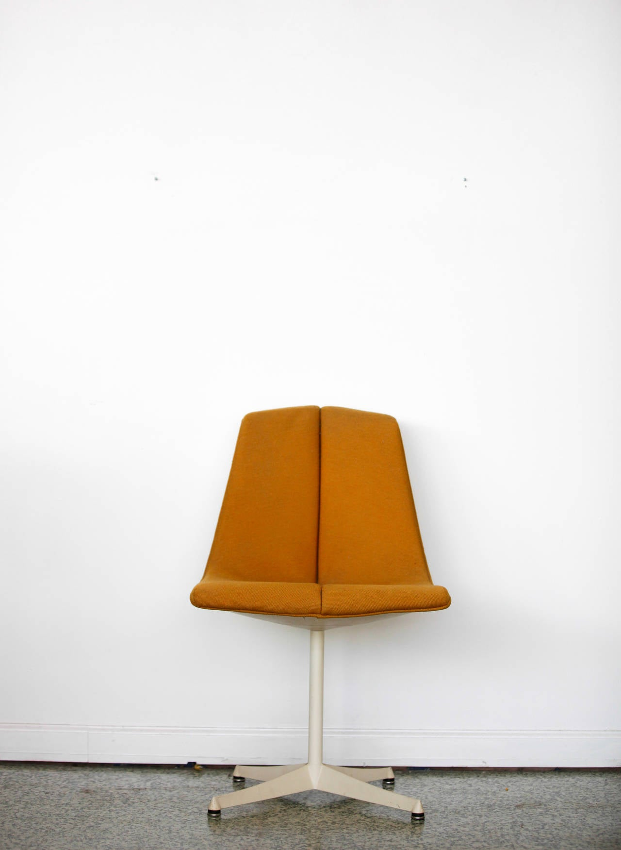 A chair designed by Richard Schultz for Knoll's Art Metal series in 1960s. Original orange tweed upholstery with a four star aluminum swivel base.