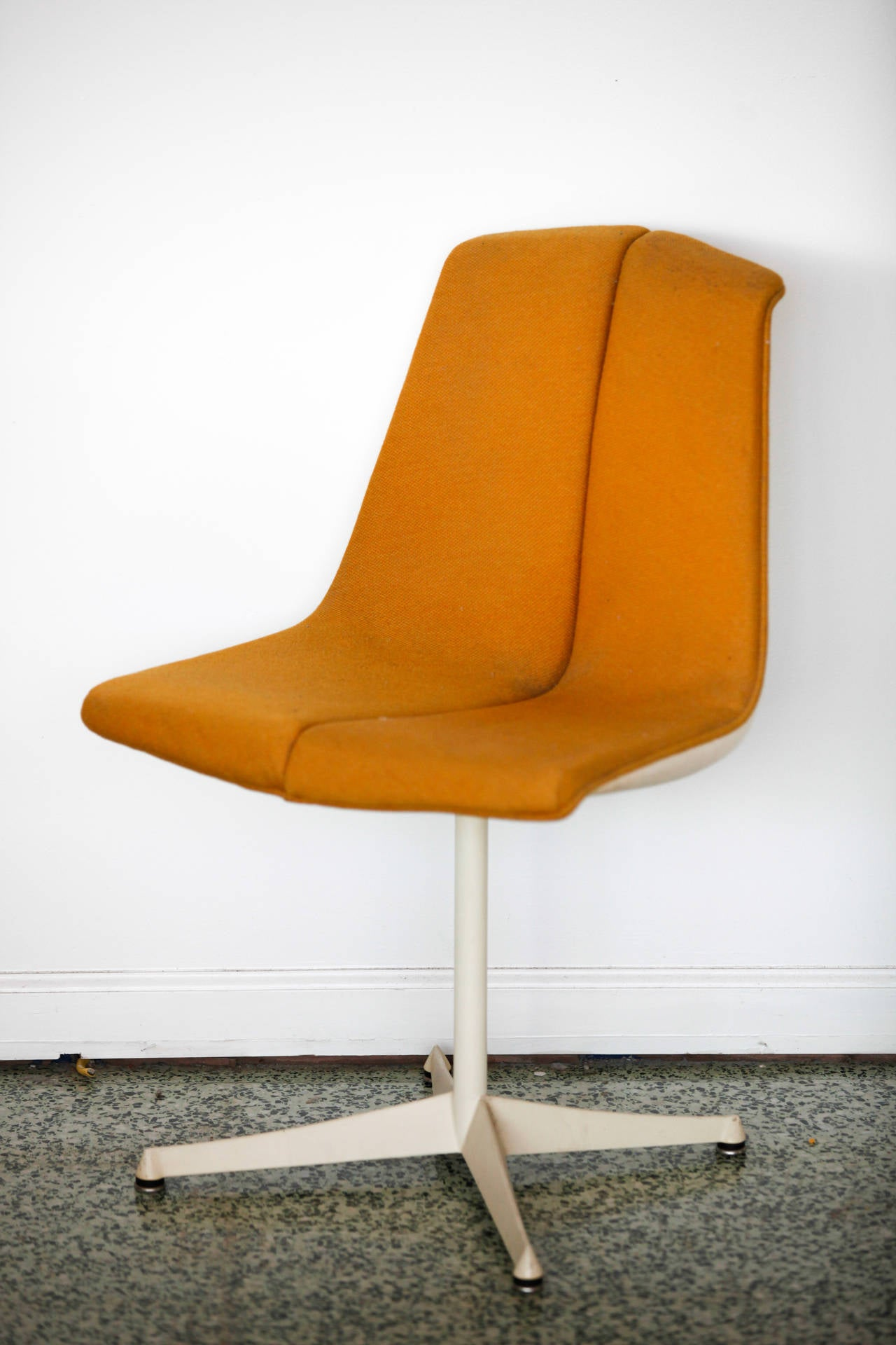 American Pair of Richard Schultz Side Chairs for Knoll For Sale