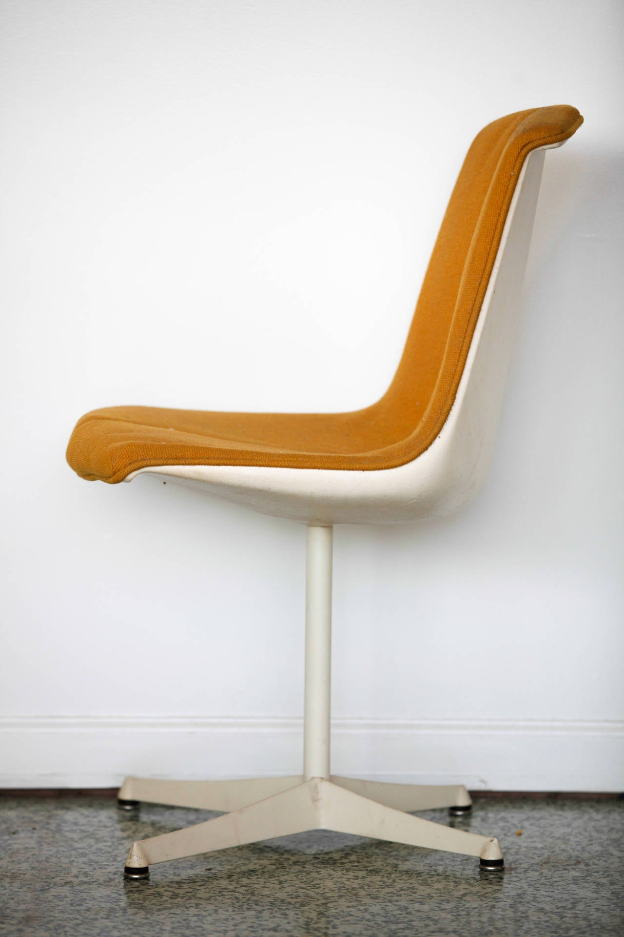 Pair of Richard Schultz Side Chairs for Knoll In Excellent Condition For Sale In St. Louis, MO