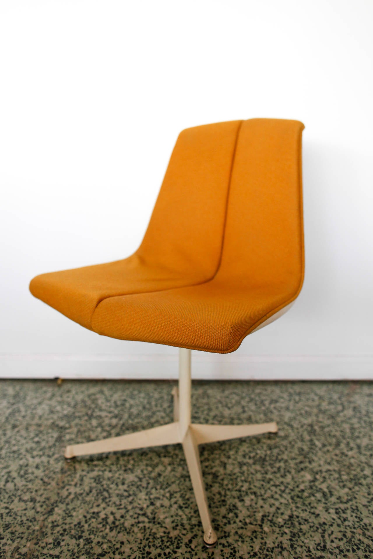 Mid-20th Century Pair of Richard Schultz Side Chairs for Knoll For Sale
