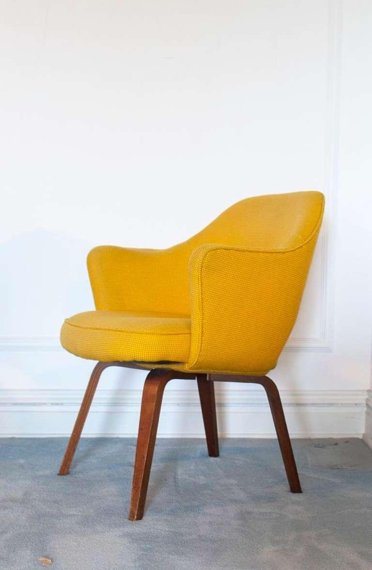 pair 2 vintage saarinen executive knoll lounge chairs at 1stdibs