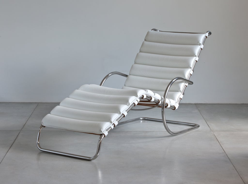 Mies van der rohe mr chaise lounge for knoll at 1stdibs for Barcelona chaise longue