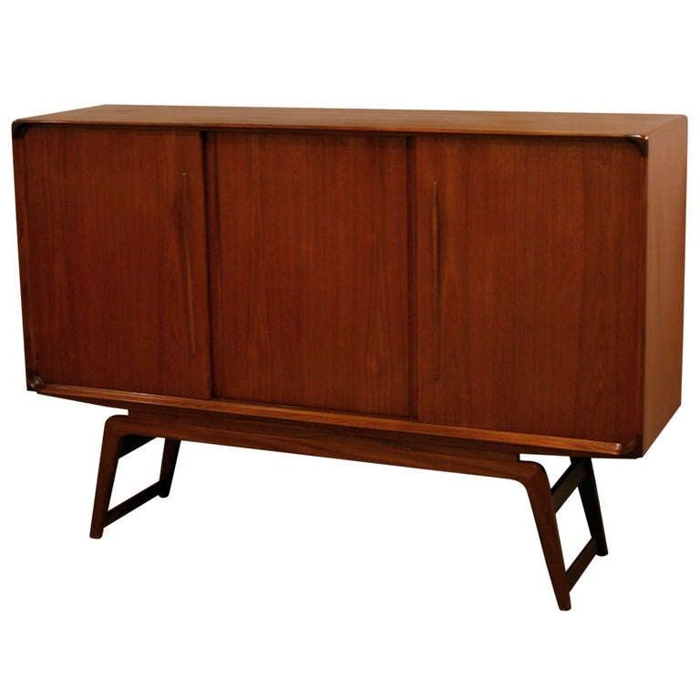 1057164. Black Bedroom Furniture Sets. Home Design Ideas