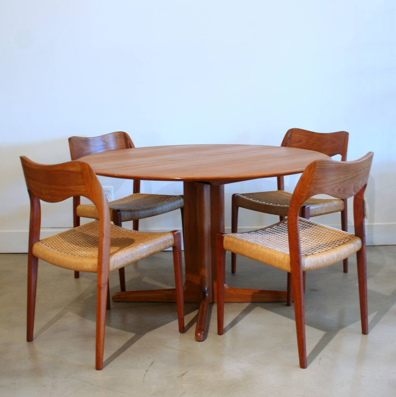 Teak extension dining table in excellent condition very clean and - Vintage Danish Round Teak Pedestal Base Table 2