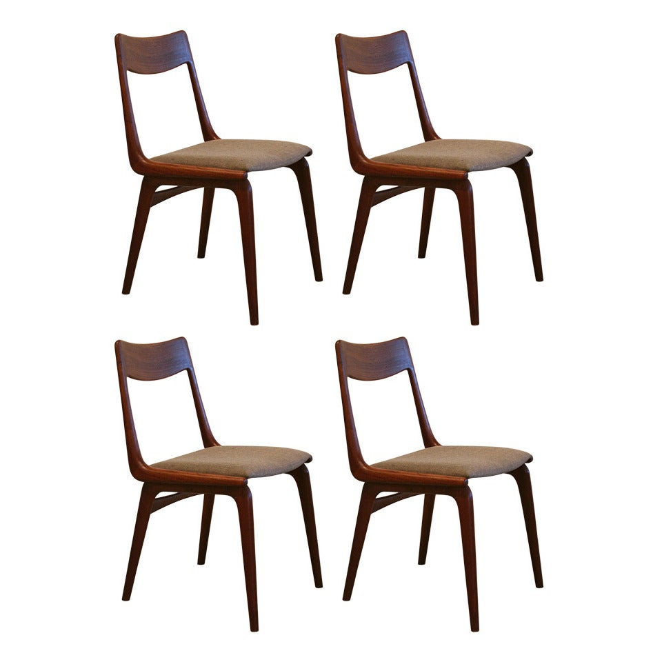 Vintage danish teak dining chairs set of 4 at 1stdibs for Danish dining room chairs