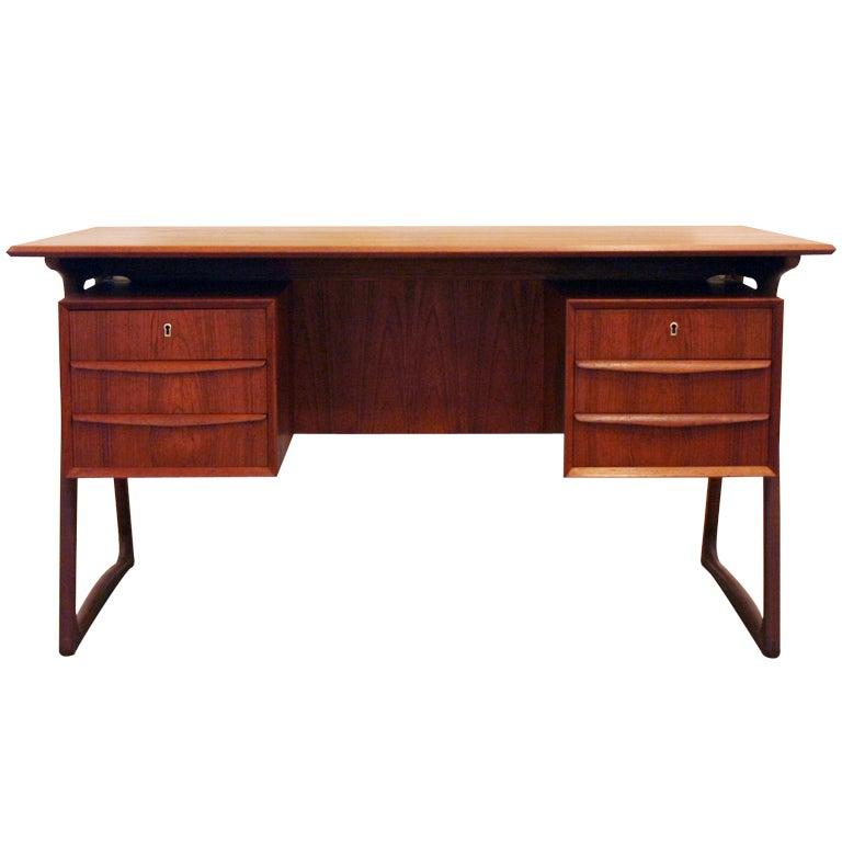 Vintage danish teak desk at 1stdibs for Sideboard lindholm