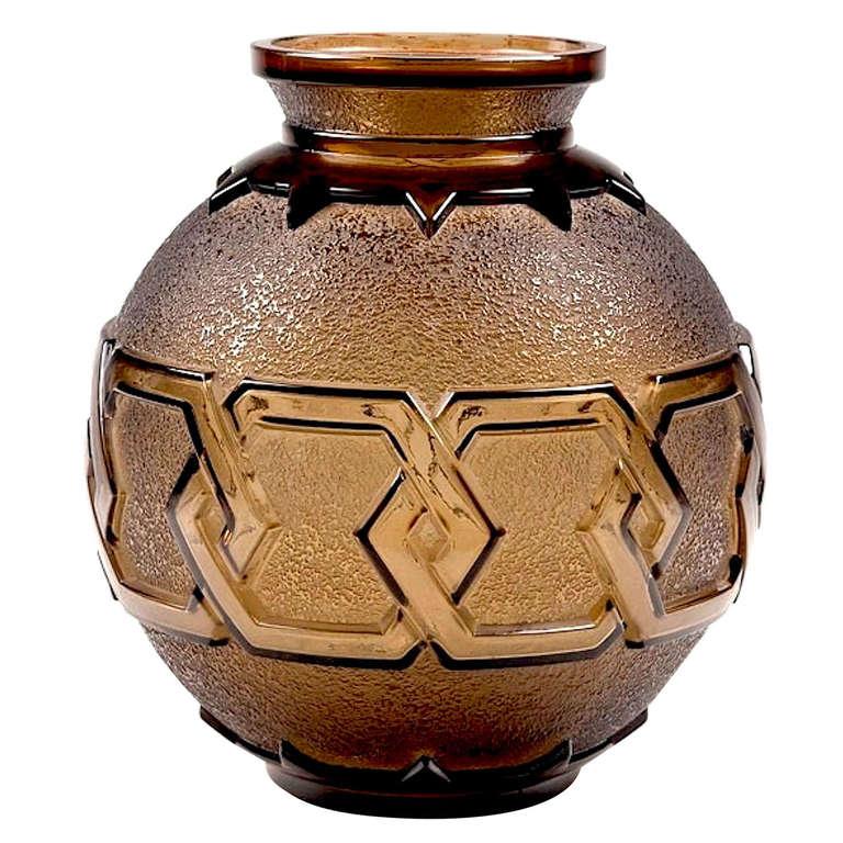 art deco daum vase for sale at 1stdibs. Black Bedroom Furniture Sets. Home Design Ideas