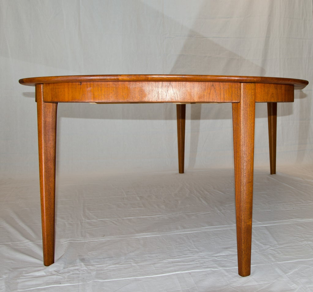 Round teak dining table three leaves at 1stdibs for 3 leaf dining room tables