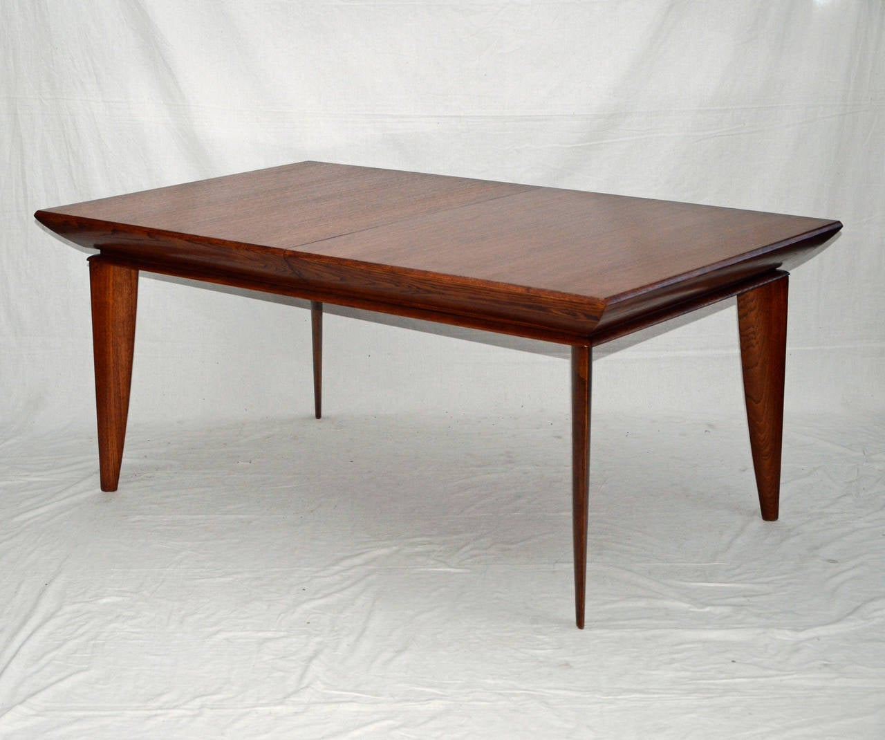mid century dining room table and chairs by paul laszlo for brown saltman at 1stdibs. Black Bedroom Furniture Sets. Home Design Ideas