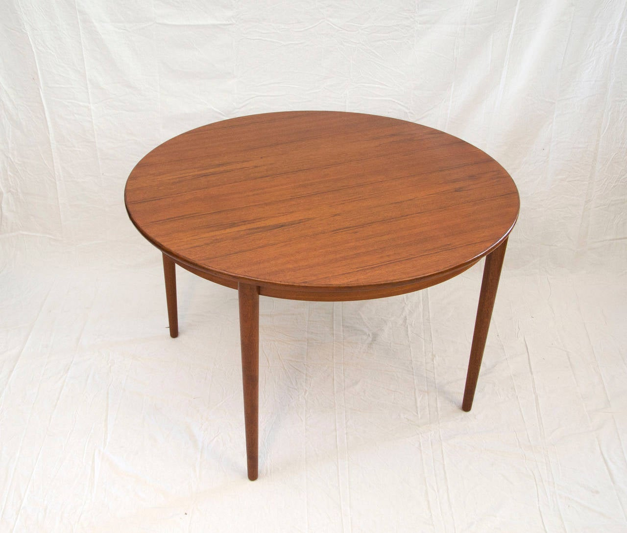 Danish round teak dining table with two leaves by moreddi for Dining room tables with leaves