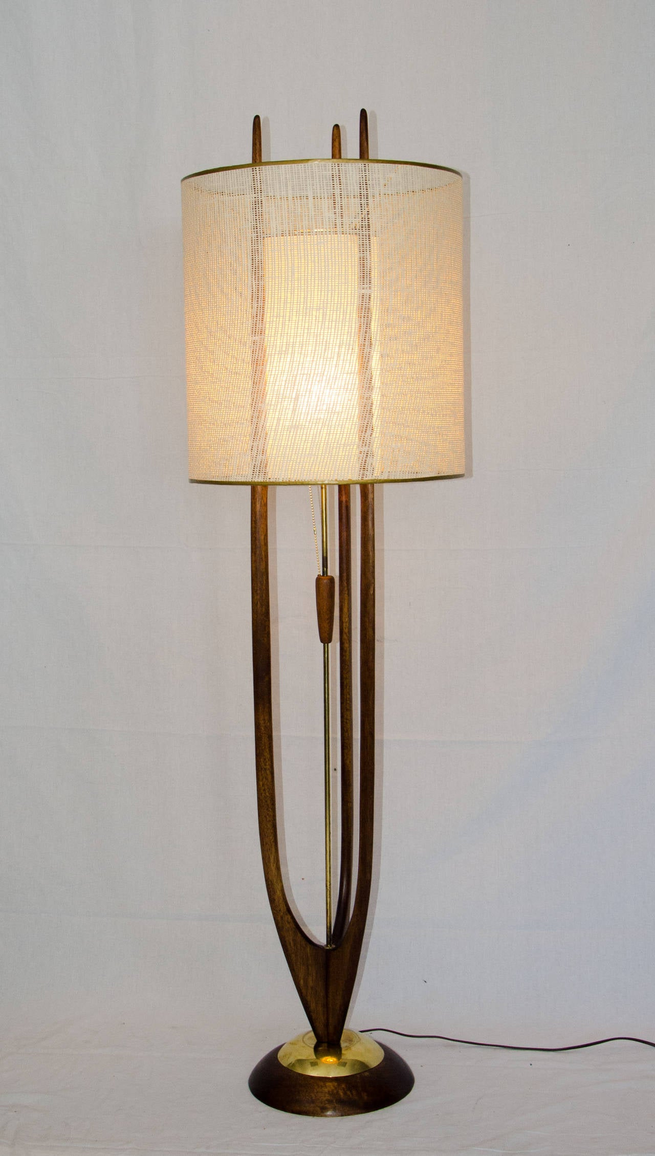 Mid century modeline floor lamp at 1stdibs for Where can i buy vintage furniture