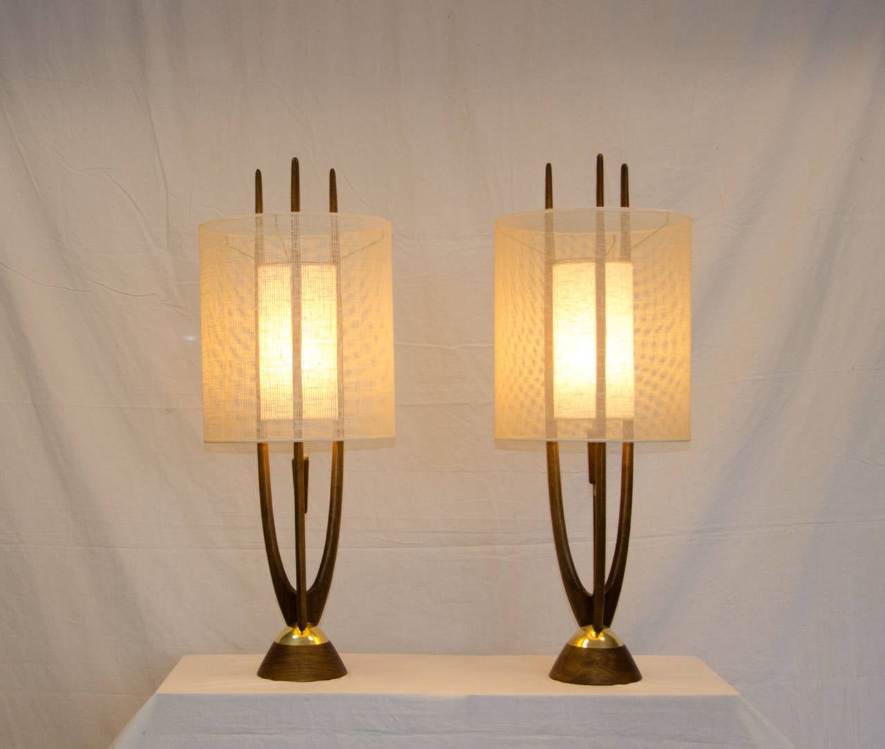 this pair of mid century table lamps modeline is no longer available. Black Bedroom Furniture Sets. Home Design Ideas