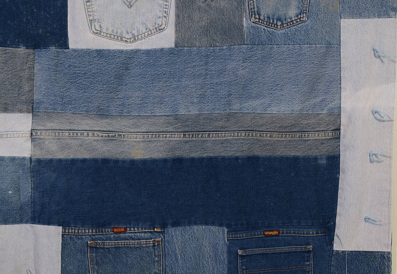 Denim Quilt with Jeans Pockets In Excellent Condition For Sale In Darnestown, MD