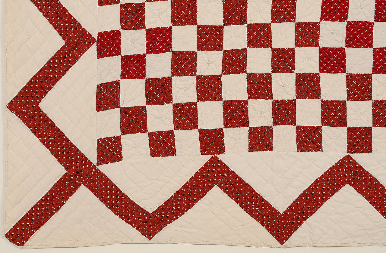 Checkerboard Quilt with Zigzag Border In Excellent Condition For Sale In Darnestown, MD