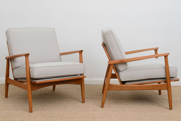 Pair of Mid Century Slatted Wood Lounge Chairs at 1stdibs