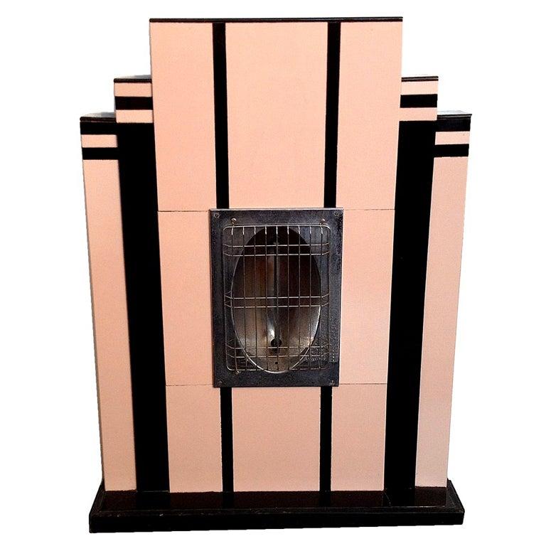An opaline Deco heater, emulating a fireplace. Miami, 1930 ca.