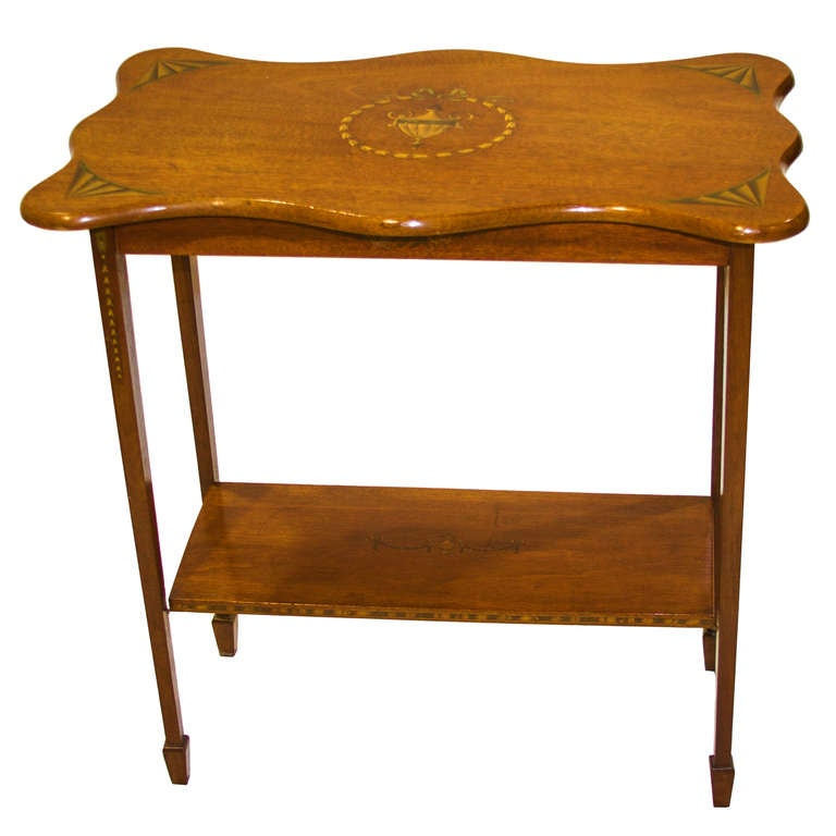 a nice shaped sheraton style side table at 1stdibs