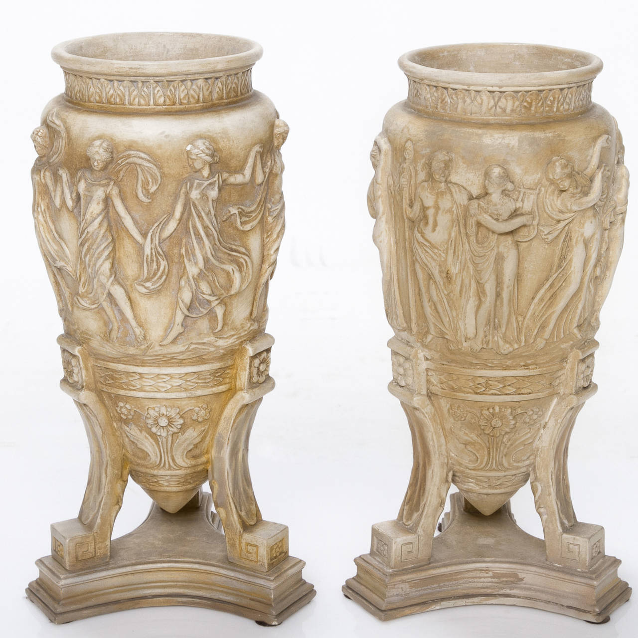 19th Century Pair of Italian Neoclassical Urns For Sale