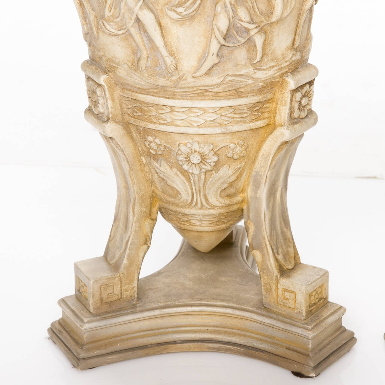 Pair of Italian Neoclassical Urns For Sale 1