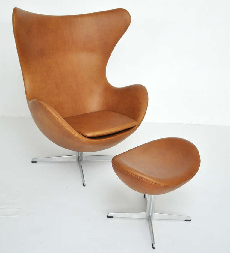 Arne Jacobsen Egg Chair and Ottoman 2