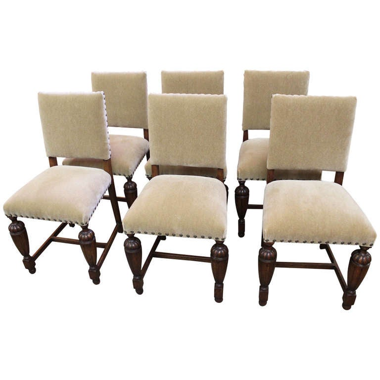 1920s English Tudor Style Dining Chairs at 1stdibs : 1172436l from www.1stdibs.com size 768 x 768 jpeg 41kB