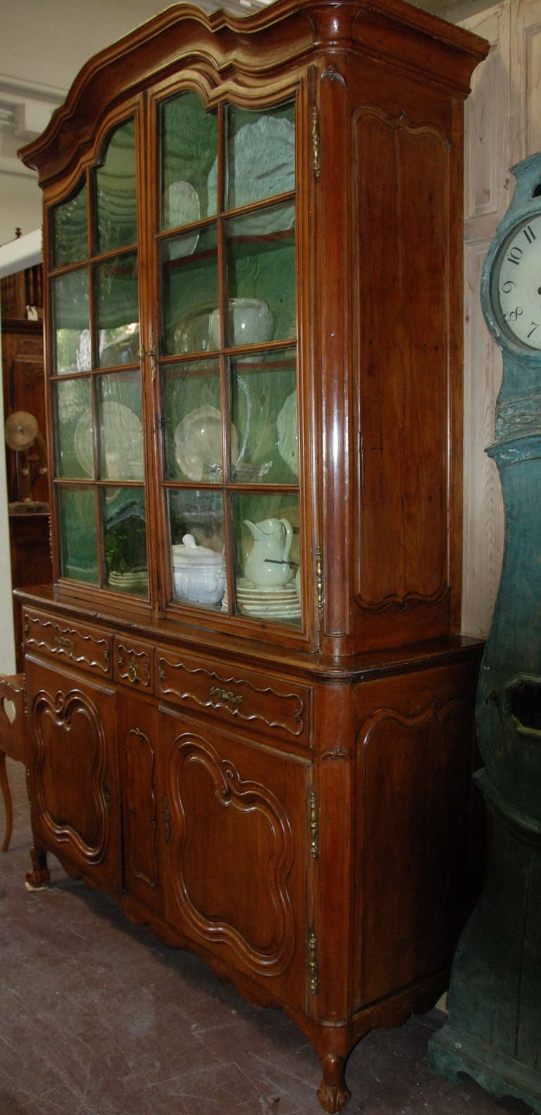 18th Century Walnut Buffet a Deux Corps For Sale 3