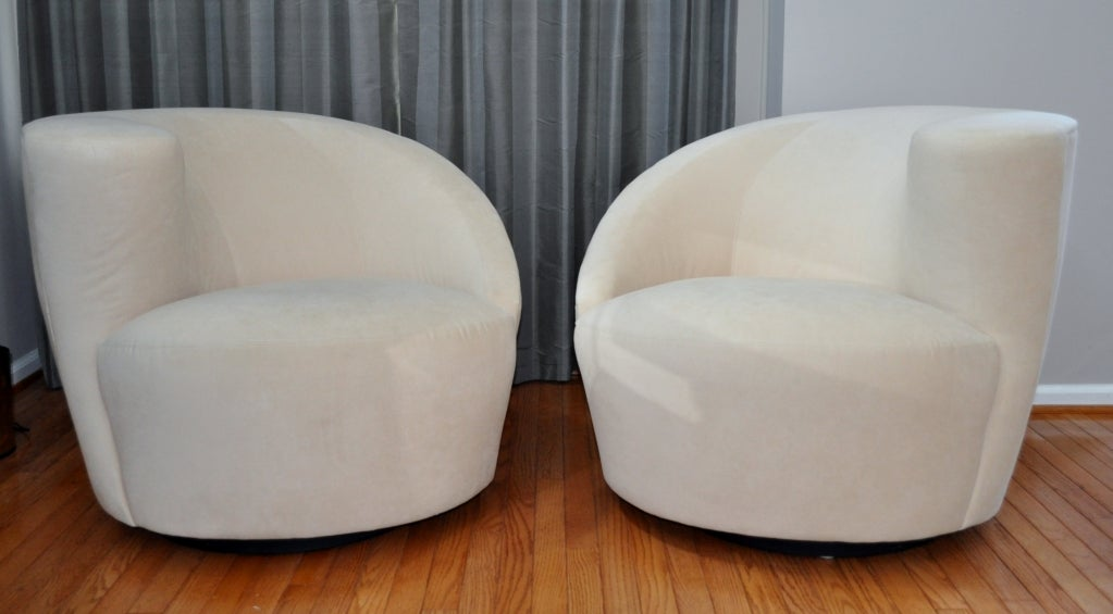 Delightful Pair Of Contemporary Nautilus Swivel Chairs By Vladimir Kagan For Weiman 2