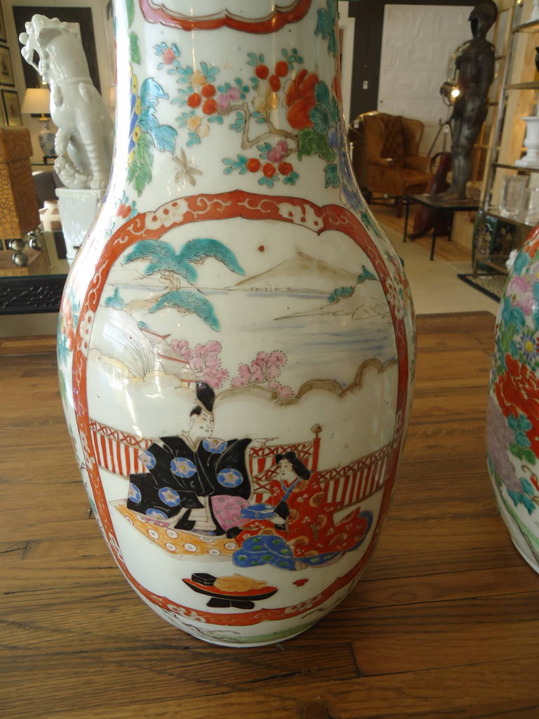 Pair of 19th Century Fukagawa Vases In Excellent Condition For Sale In Hopewell, NJ