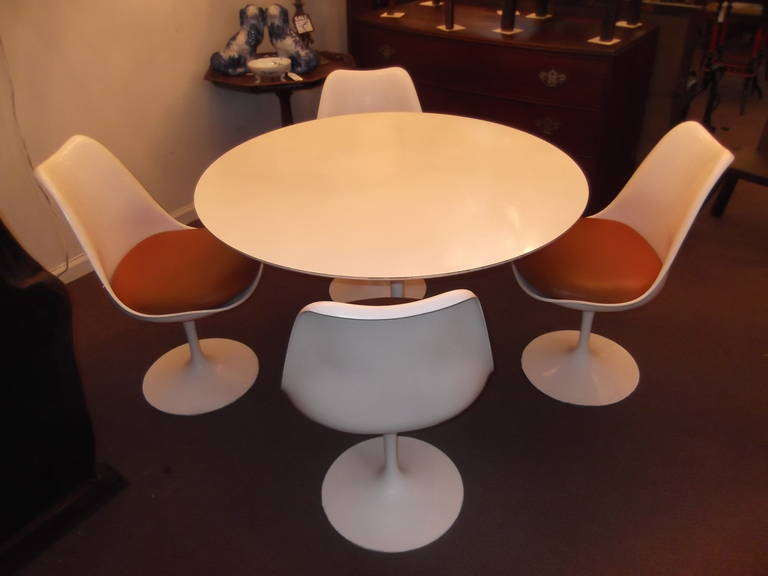 Authentic Vintage Knoll Tulip Table and Four Saarinen Chairs at