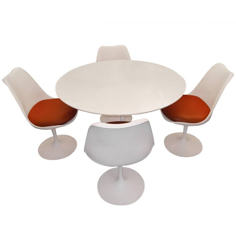 Authentic Vintage Knoll Tulip Table and Four Saarinen