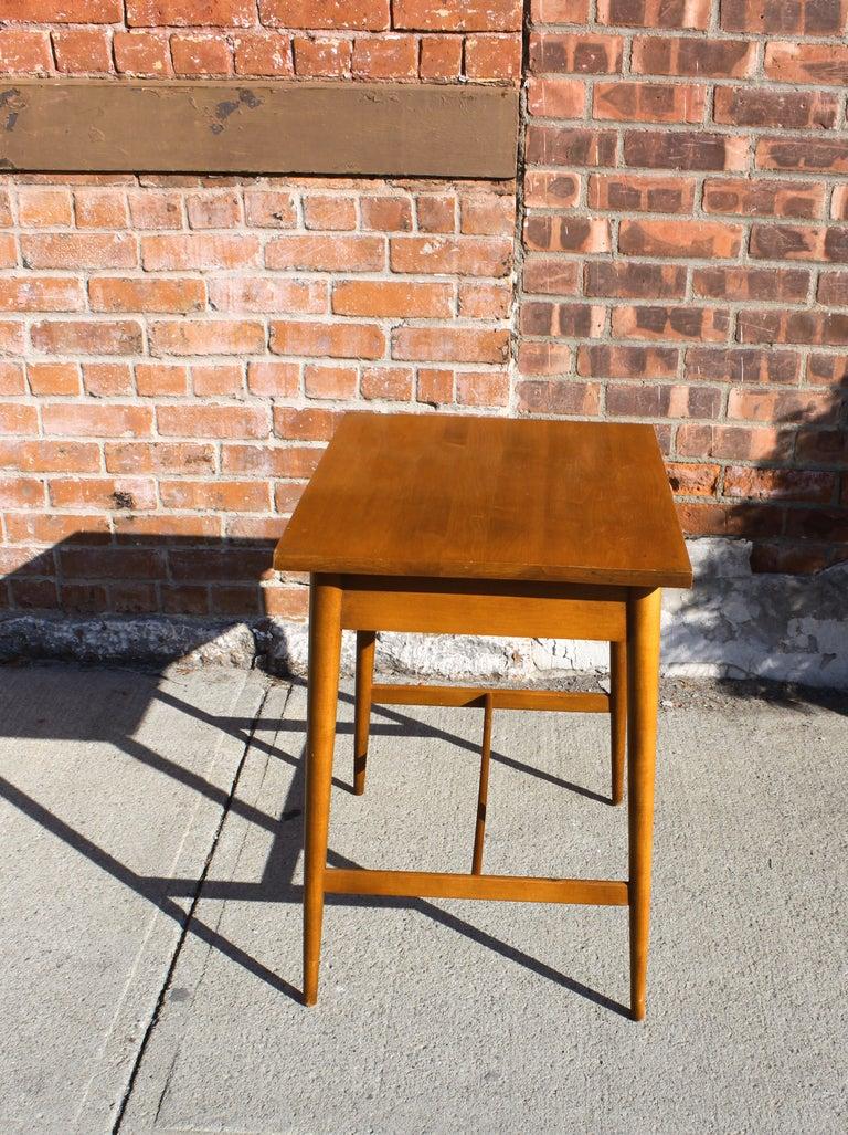 Mid-Century Modern Paul McCobb Planner Group Side Table For Sale