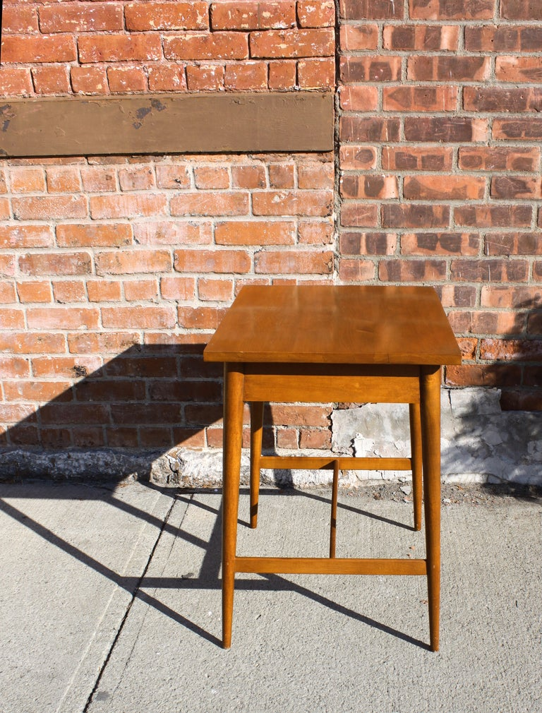 Paul McCobb Planner Group Side Table In Excellent Condition For Sale In Hudson, NY
