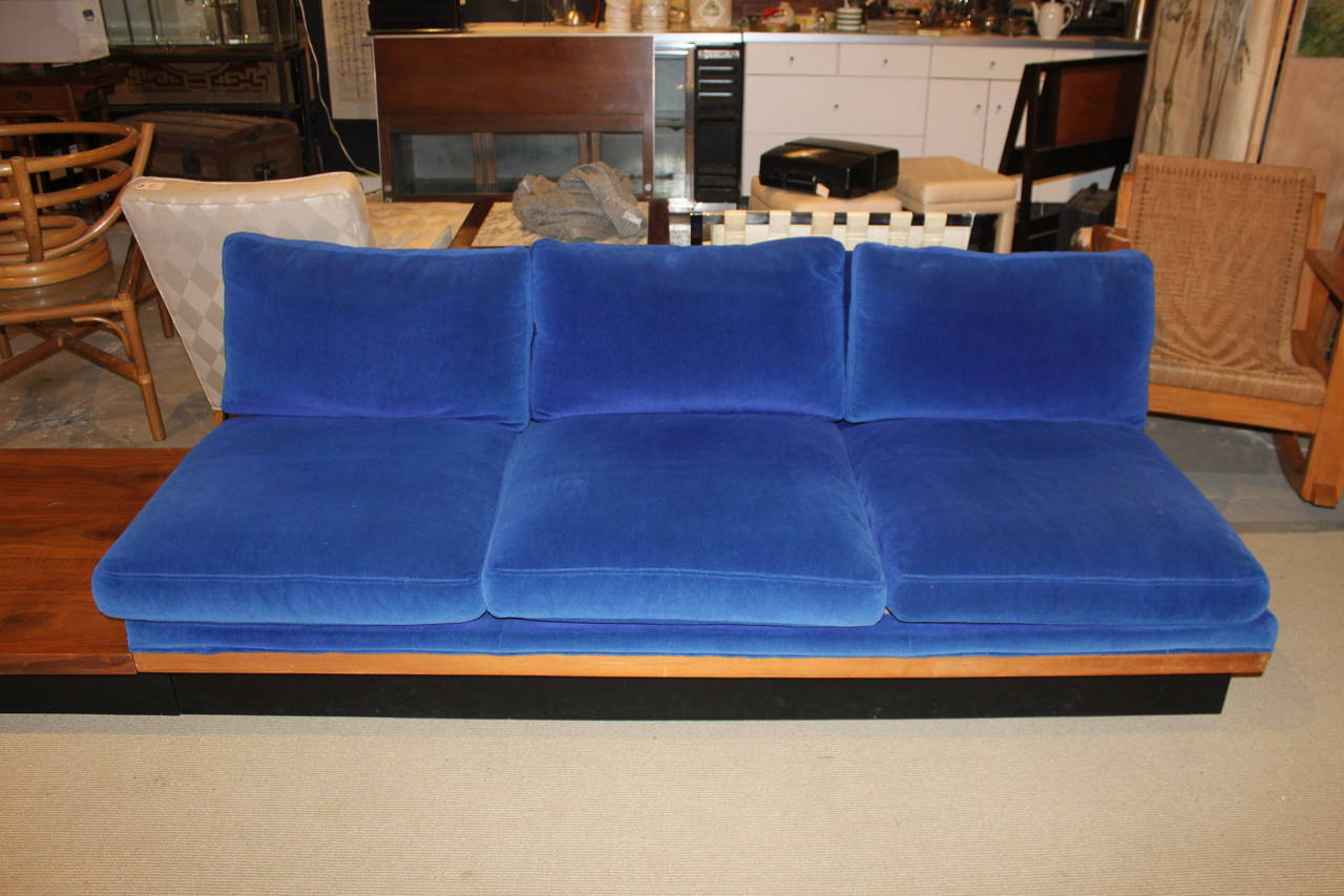 Mid Century Modern Milo Baughman For Thayer Coggin Platform Sofa For Sale