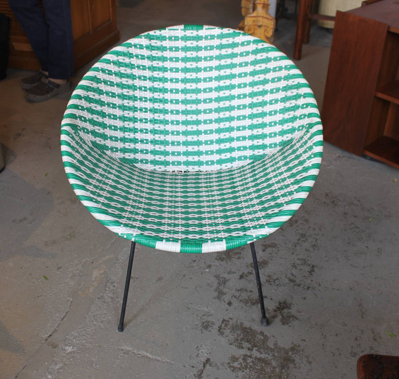 Vintage Green and White Woven Round Womb Chair, 1960s at 1stdibs