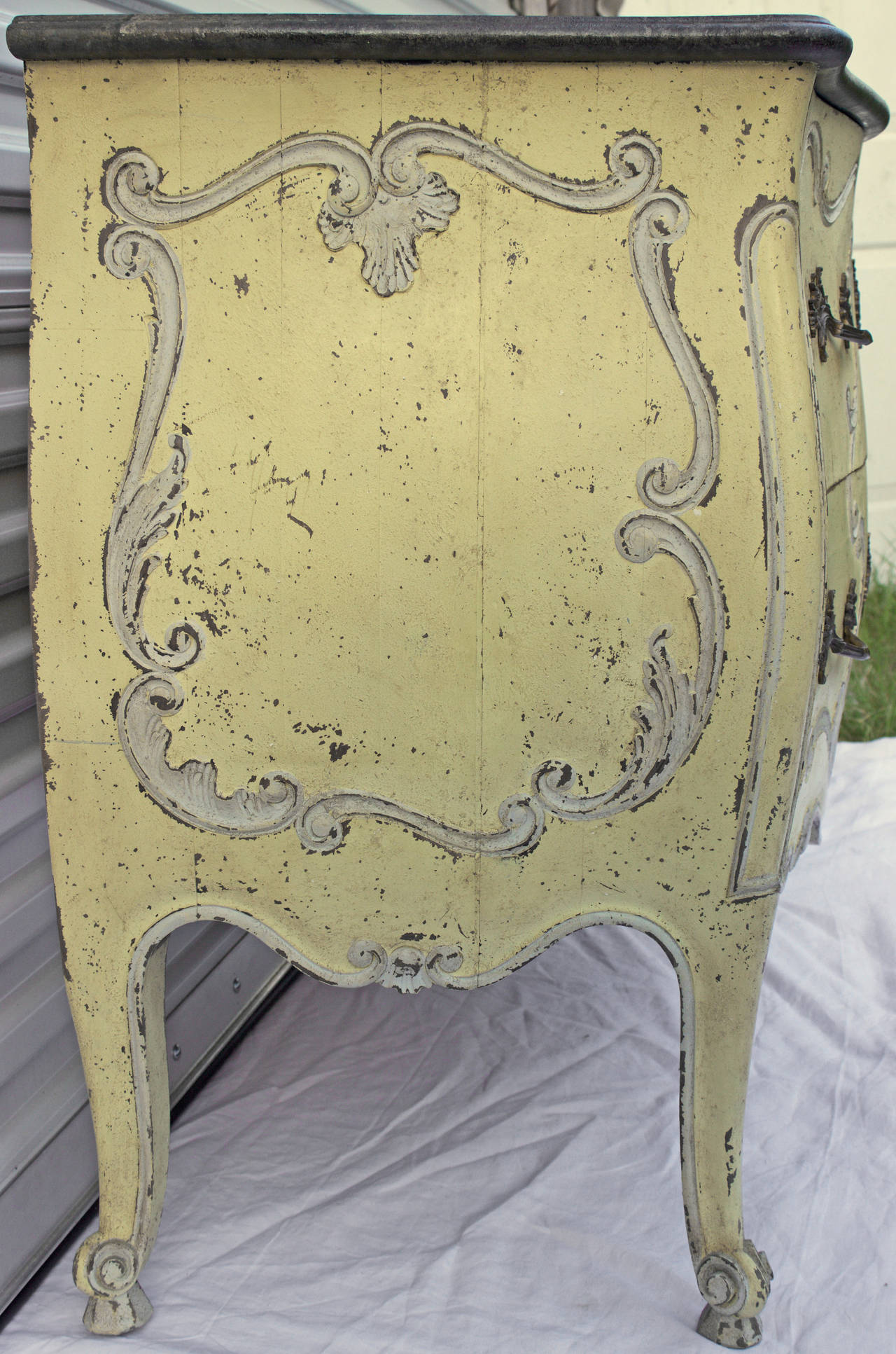 Ordinaire Very Fine Louis XV Style Bombe Commode Painted In A Yellow Lemon Chiffon  Color And With
