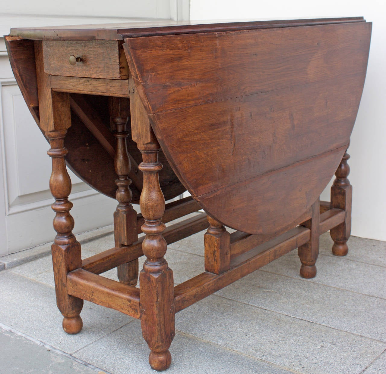 Exceptional 18th Century Oak Gateleg Table 3