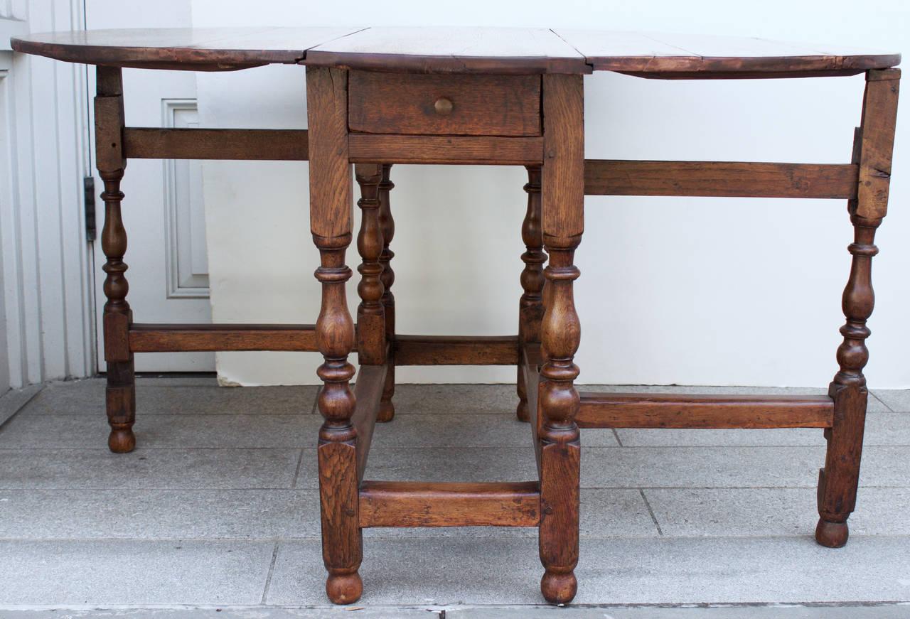 18th Century Oak Gateleg Table In Good Condition In Charleston, SC