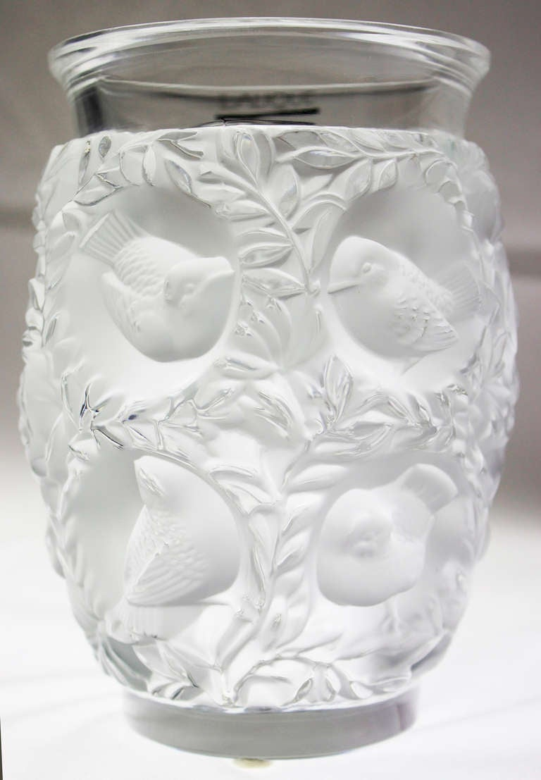 Lalique crystal vase bagatelle of love birds at 1stdibs lalique crystal vase decorated with love birds in foliage heavy crystal good reviewsmspy