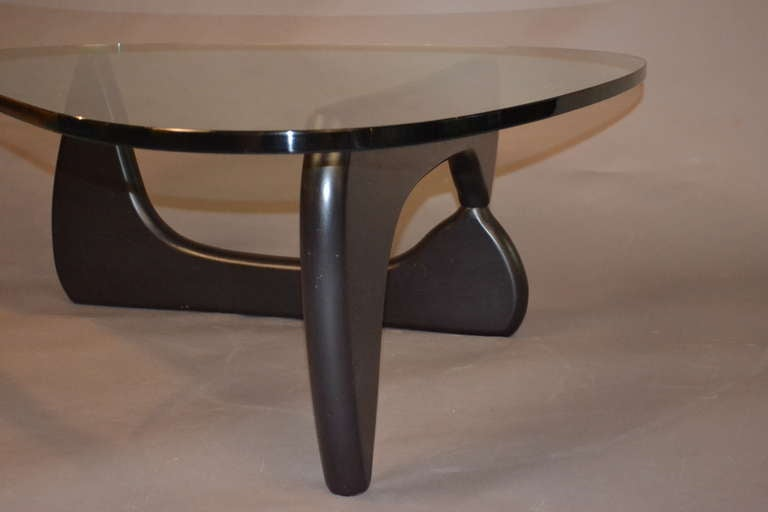 isamu noguchi cocktail table at 1stdibs. Black Bedroom Furniture Sets. Home Design Ideas