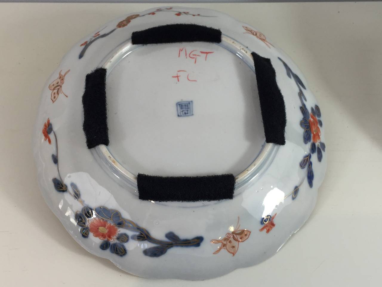 Pair of Fukagawa Imari Plates In Good Condition In Oaks, PA
