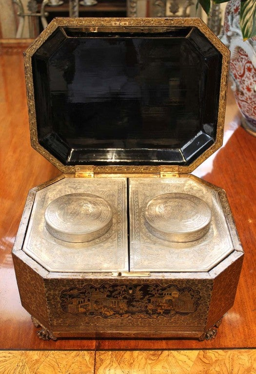 Intricately Painted Large English Lacquered Tea Caddy 4